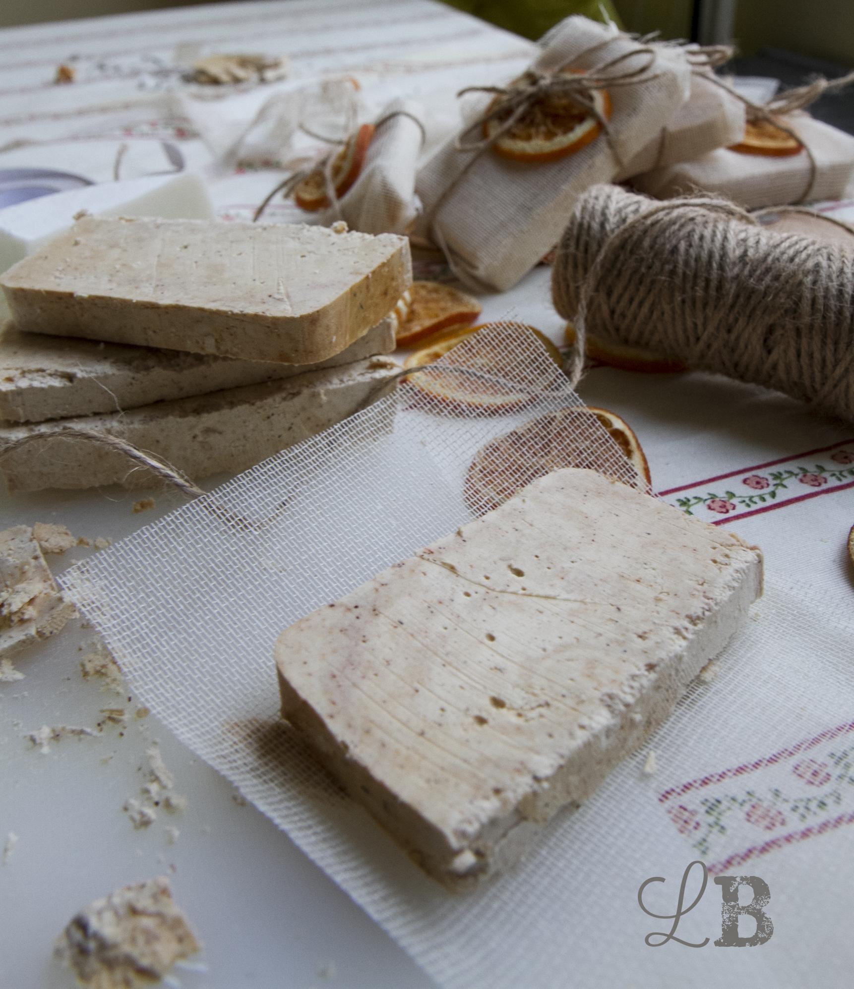C mo hacer jabones artesanales y empaquetarlos de una - Como hacer esencias para jabones ...